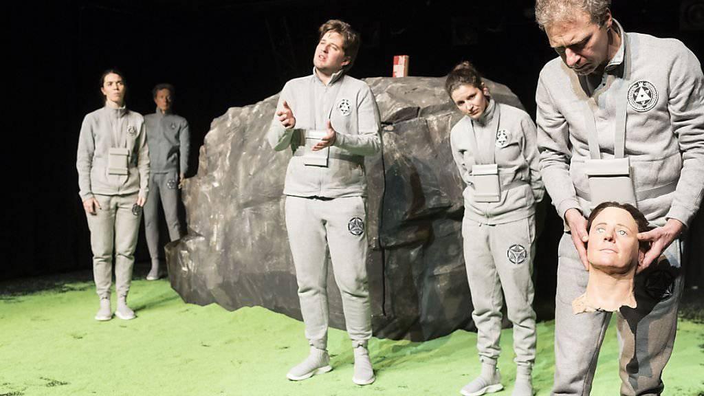 Das Theater Marie hat das Stück «Alles wahr» von Daniel Di Falco am 11. Januar 2019 in der Tuchlaube in Aarau uraufgeführt.