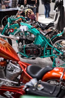Viele der ausgestellten Motorräder sind Custom Bikes, die an die Bedürfnisse des Fahrers angepasst sind.