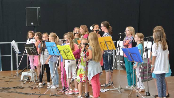 Der Geroldswiler Kinderchor eröffnet die 6. Limmattaler Open-Air Kulturparty.