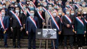 Die letzte Ehre für den ermordeten Geschichts- und Geographielehrer Samuel Paty in Paris.