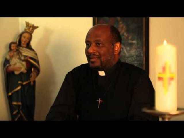 Eritreischer Priester ist für Prix Courage nominiert, weil er Bootsflüchtlingen das Leben rettet