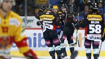 Ein Bild, das die Zuschauer in Bern vier Mal zu sehen bekamen: jubelnde SCB-Spieler in der Partie gegen Biel