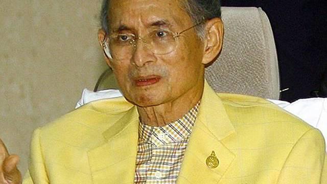 Der thailändische Könit Bhumibol Adulyadej hat eine angeschlagenen Gesundheit (Archiv)