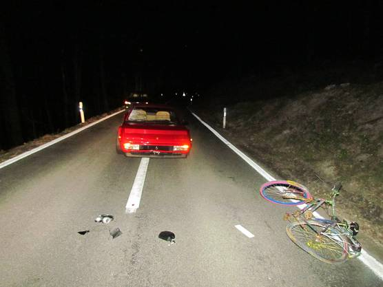 Ein Ferrari kollidierte in Eggenwil mit einem Velofahrer.