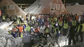 Lawine zerstört mehrere Häuser auf Spitzbergen