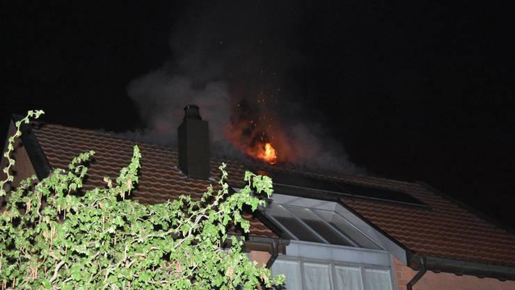 In Bottmingen brach am Sonntagabend ein Brand aus.