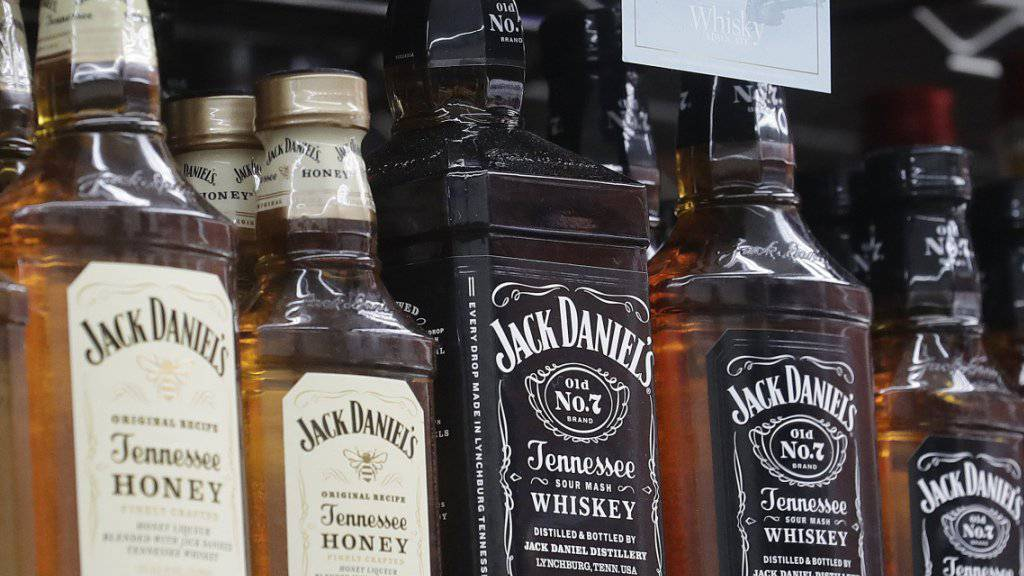 Der Zollstreit lässt die US-Whiskey-Exporte in die EU einbrechen. (Archiv)