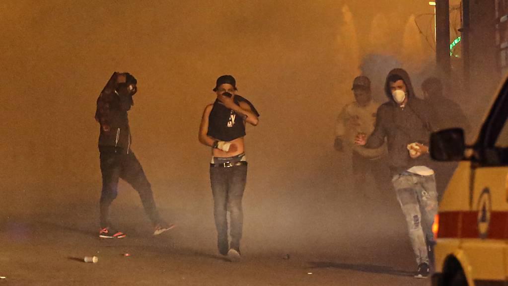 Sicherheitskräfte setzten in Beirut nach Ausschreitungen unter anderem Tränengas ein.