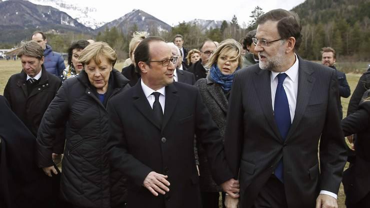 Die Staatschefs Angela Merkel, Francois Hollande und Mariano Rajoy vor Ort