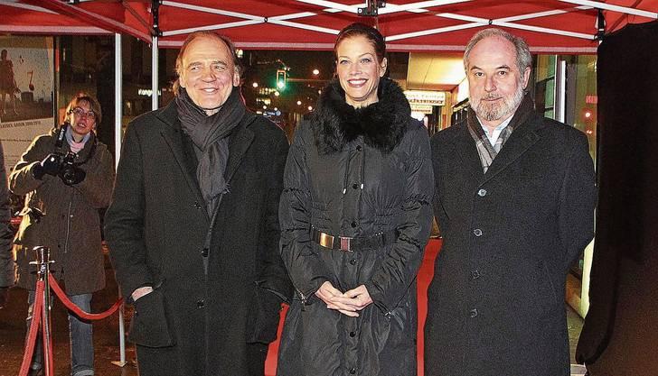 Thomas Hürlimann mit Bruno Ganz, Hauptdarsteller in der Verfilmung von «Der grosse Kater» und Marie Bäumer, die seine Frau spielte, an der Premiere des Kinofilms.