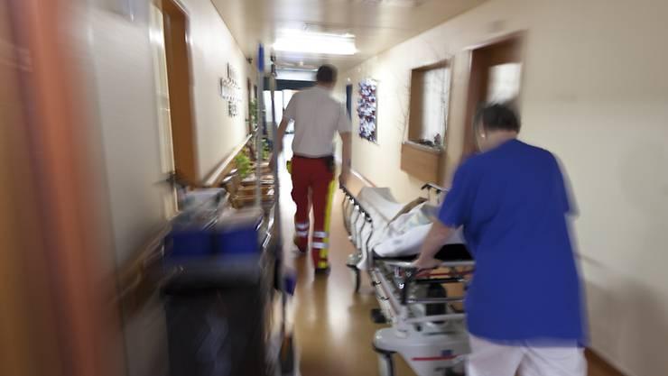Rund 80 Angestellte des USB, die meisten aus der Pflege, wehren sich gegen die Spitalfusion. (Symbolbild)