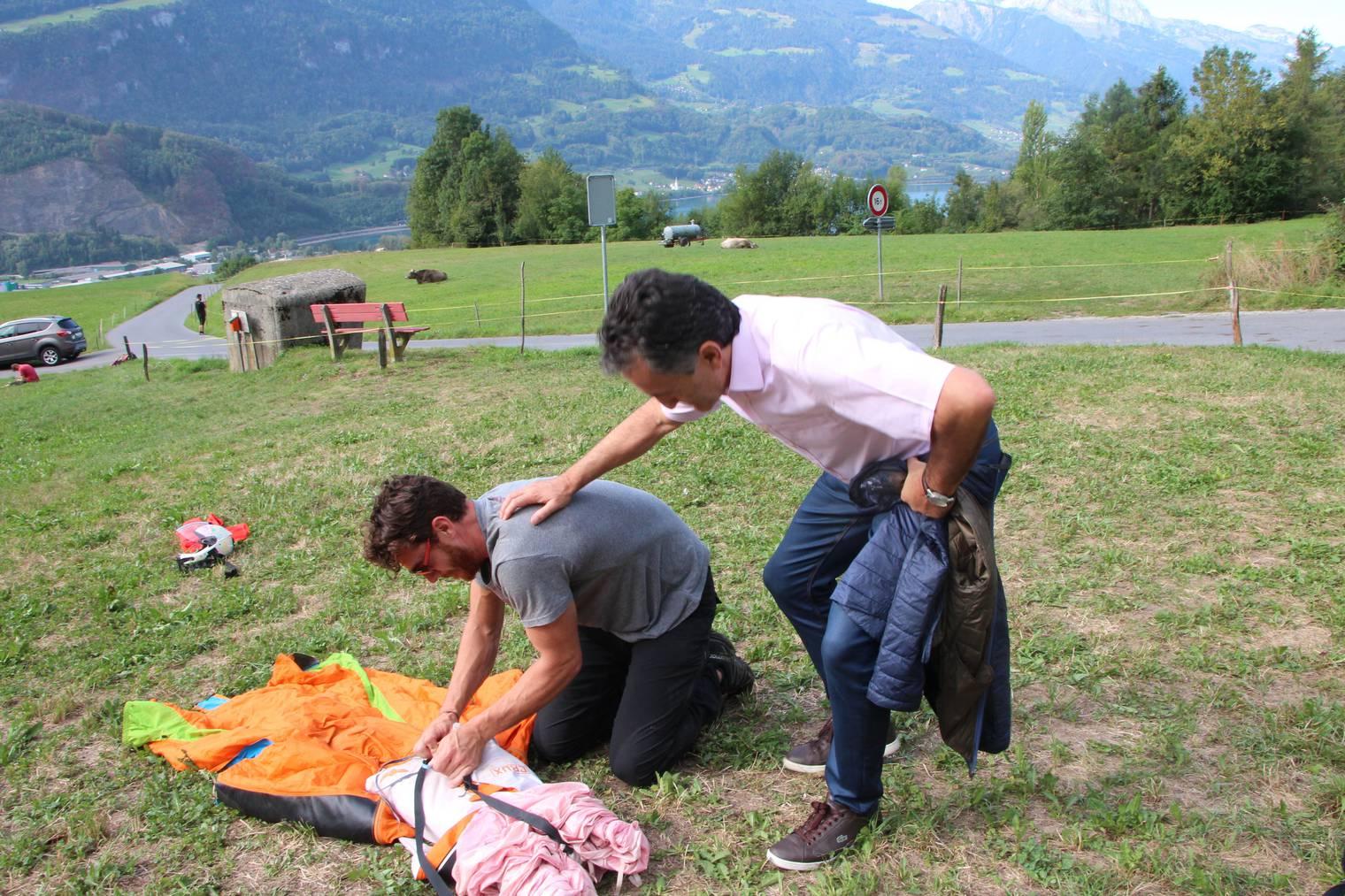 Angelo Umberg schaut den Piloten gerne zu. Eine Ausrüstung kostet rund 5000 Franken. (Bild: Fm1Today/Lara Abderhalden)