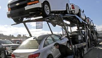 Die US-Autobauer General Motors und Ford können nicht mehr so viele Autos ausliefern (Archiv)