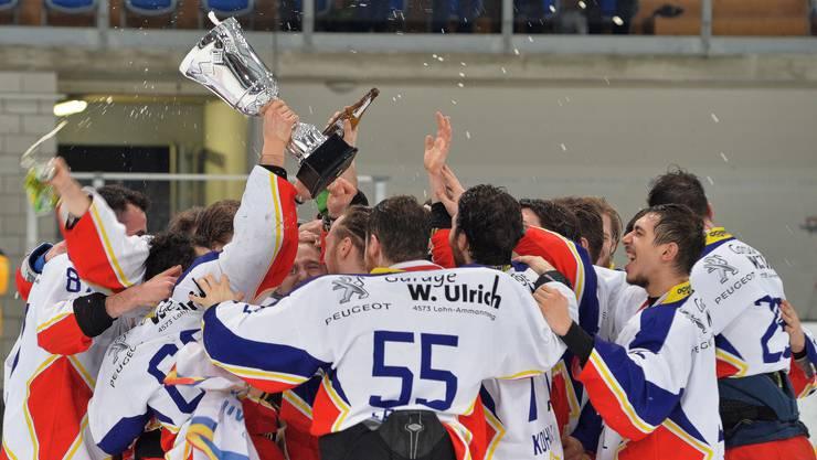 Da war Zuchwil Regios Welt noch in Ordnung: Im März feierten die Spieler den Titelgewinn in der Zentralgruppe.