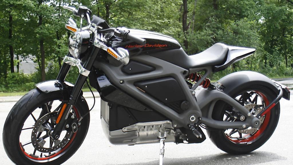 Eine elektrisch angetriebene Harley-Davidson aus dem Jahr 2014. Harley-Davidson will künftig stärker auf Elektromotorräder setzen. (Archivbild)