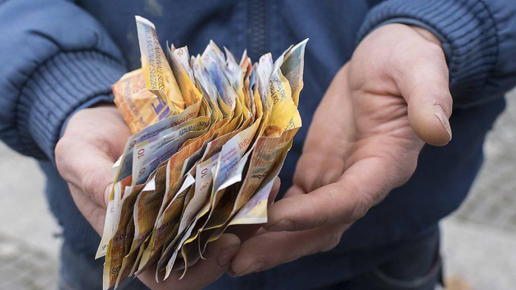 Die Schweizerische NAtionalbank dürfte letzte Woche wieder an den Devisenmärkten interveniert haben, um den Franken zu schwächen. Darauf lässt zumindest die Entwicklung der Sichtguthaben der Geschäftsbanken bei der SNB schliessen. (Symbolbild)
