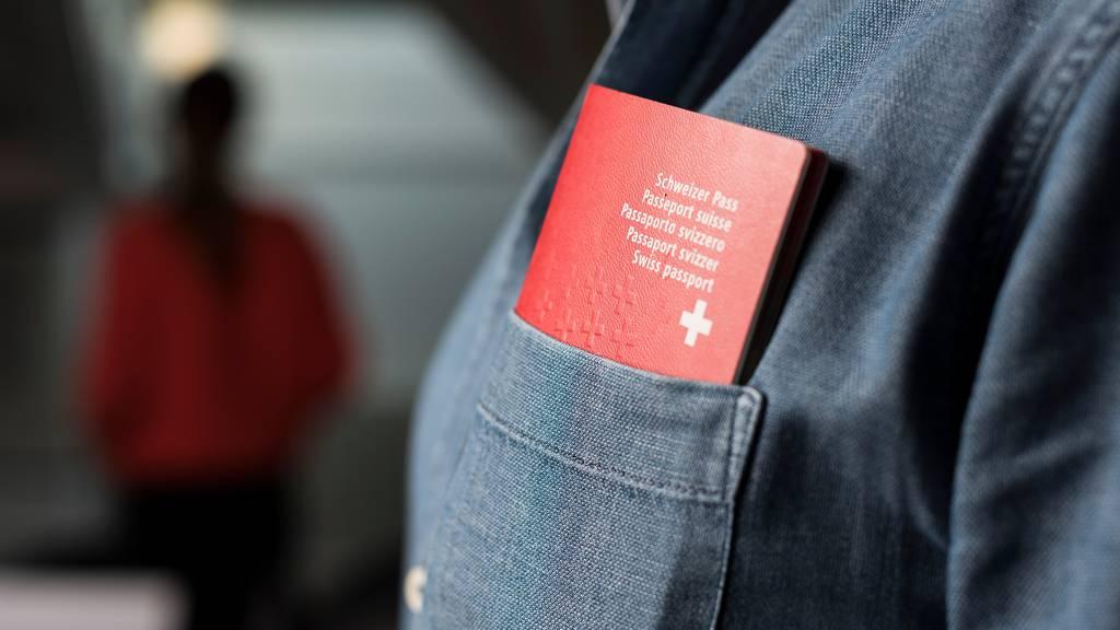Einbürgerungswillige sollen in allen Kantonen gleich viel bezahlen müssen.