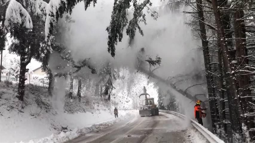 Die Nerven der Polizei und der Feuerwehr im Kanton Aargau liegen blank