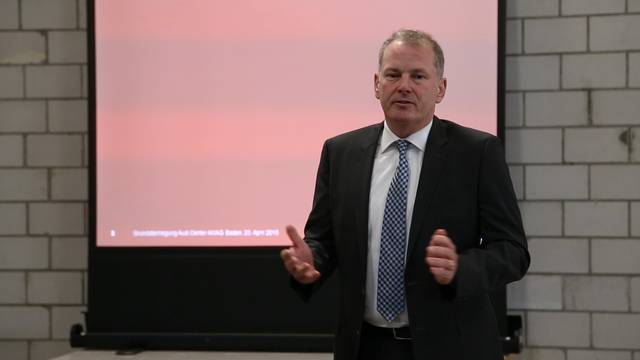 «Wir kämpfen dafür, dass die Hauptachsen ausgebaut werden»: Verkehrsminister Stephan Attiger referierte über Verkehr und Umwelt.