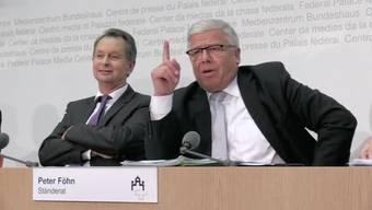 Die Umsetzung der Masseneinwanderungsinitiative sorgt im Ständerat für rote Kopfe. Während der Medienkonferenz spürt man deutlich die Differenzen zwischen Philipp Müller von der FDP und Peter Föhn von der SVP. Am Ende wird es gar Vulgär.