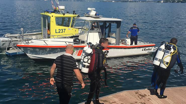 Rettungstaucher im Einsatz nach einem Bootsunglück im Genfersee bei St-Gingolph VS.