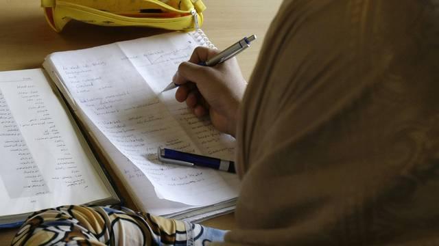 Eine Kurdin lernt Deutsch (Archiv)