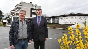 Ab 7. Mai gehts in der Obergösger «Fähre» weiter: Besitzer Peter Wanner (links) mit dem neuen Pächter Nikola Pejic.