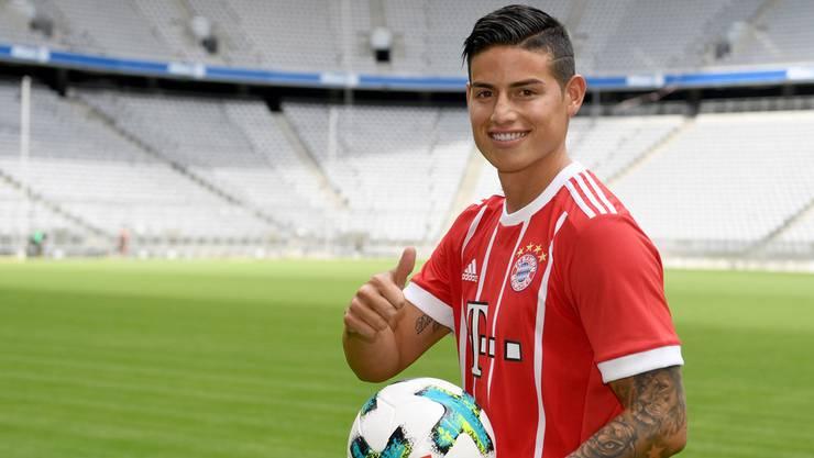 James Rodriguez bei der Präsentation nach dem Wechsel von Real Madrid zu Bayern München.