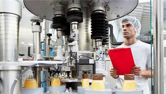Produzieren kosmetische Produkte selbst für Indien: Die 465 der weltweit gegen 1200 Mibelle-Angestellten, die in Buchs ihren Arbeitsplatz haben. ho