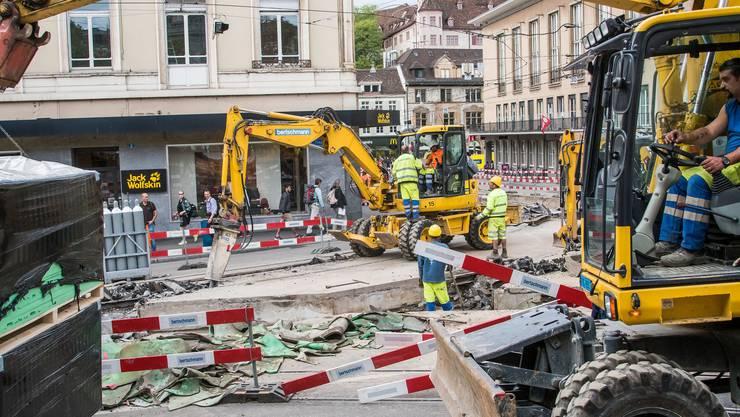 Die kaputten Schienen der BVB führten bereits zu empfindlichen Baustellen in der Stadt, wie hier am Barfüsserplatz.