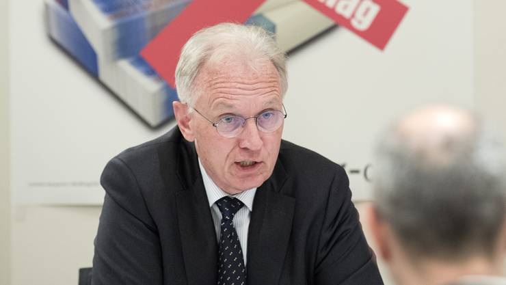 """Hans-Ulrich Bigler, Nationalrat FDP-ZH und Direktor Schweizerischer Gewerbeverband SGV, vom überparteilichen Kommitee """"No Billag JA"""" spricht an der Medienkonferenz in Bern."""