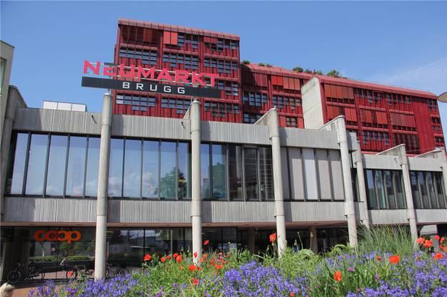 Im Brugger Neumarkt 2 haben seit Anfang Mai nur noch Coop, Interdiscount und Gidor am Freitagabend erweiterte Öffnungszeiten bis 20 Uhr. CM