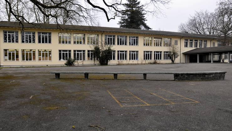Das Vorstadt-Schulhaus wird ergänzt.