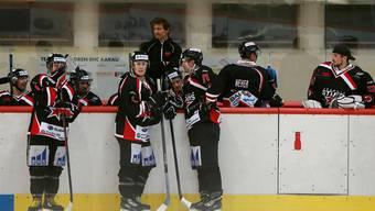 Der Trainer Daniel Meier (Mitte) und die Spieler des Argovia Stars dürfen mit der Qualifikation zufrieden sein.