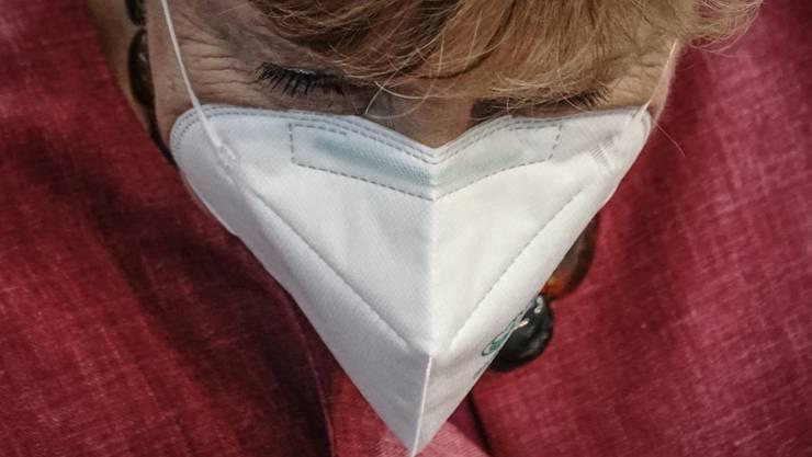 dpatopbilder - Bundeskanzlerin Angela Merkel (CDU) verlässt nach ihrer Regierungserklärung zur Bewältigung der Corona-Pandemie den Bundestag. Foto: Michael Kappeler/dpa