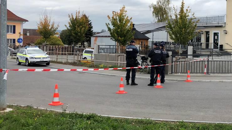 Ein 22-jähriger Schweizer war bei einer Auseinandersetzung mit einem Messer am Arm verletzt worden.