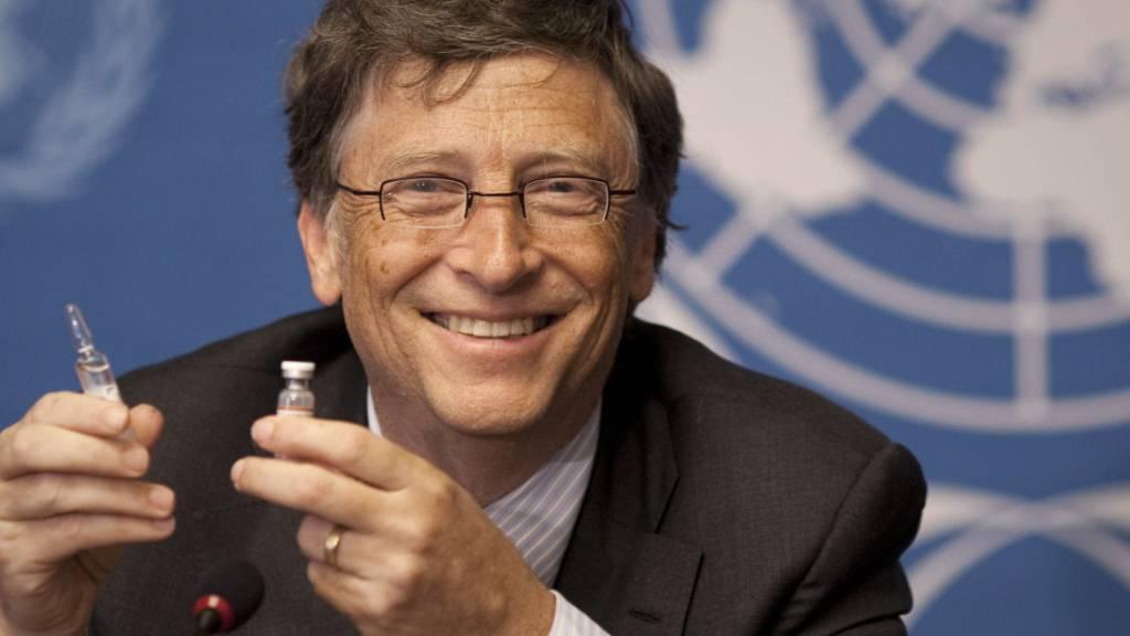 Nach Ansicht des Microsoft-Gründers Bill Gates, der sich zusammen mit seiner Frau Melinda seit Jahren für den Kampf gegen Krankheiten einsetzt, sollten im 1. Quartal 2021 mehrere Impfstoffe gegen das Coronavirus vorliegen. (Archivbild)