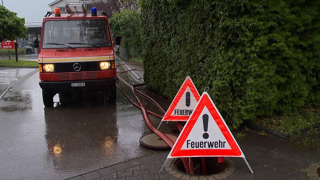Bilten (GL): Ein Dutzend Keller und Unterführung nach Unwetter überschwemmt