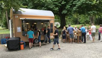 Die Buvette Rhybar hatte 2017 probeweise drei Monate im Sommer im Stadtpark West geöffnet.