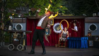 Draussen statt im Zelt Der zeitgenössische Zirkus bricht mit der Tradition.