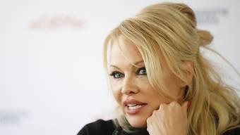 """""""Baywatch""""-Star Pamela Anderson ist empört wegen einer Spenden-Aktion für den Wiederaufbau der Pariser Kathedrale Notre-Dame: Notleidende Kinder könnten das Geld besser gebrauchen. (Archivbild)"""