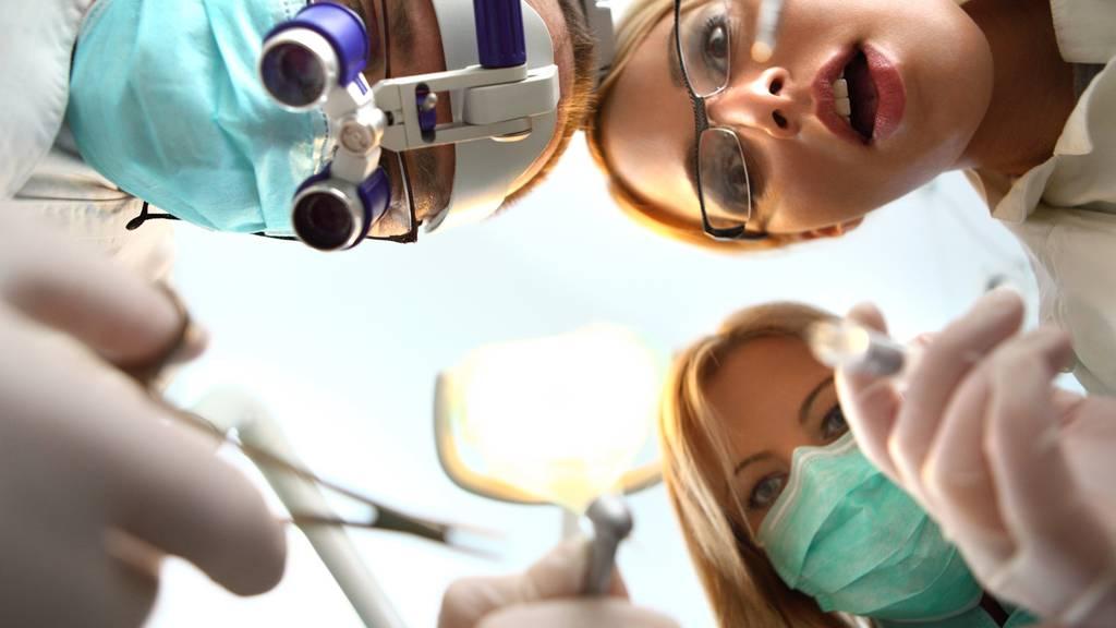 Manche könnten sich nichts Schlimmeres vorstellen, als zum Zahnarzt zu gehen. (Symbolbild)