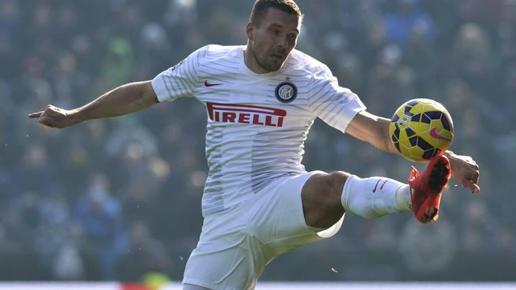 Lukas Podolski weiss normalerweise, wo das Tor steht.