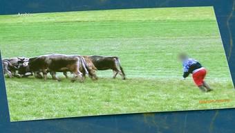 Die Landwirtin fiel bereits wegen Verstösse gegen das Tierschutzgesetz auf. Am Mittwochstand sie wegenversuchter Gewalt und Drohung gegen Behörden vor Gericht. Es wird vermutet, dass sie an Wahnvorstellungen leidet. Deshalb wurde sie freigesprochen.