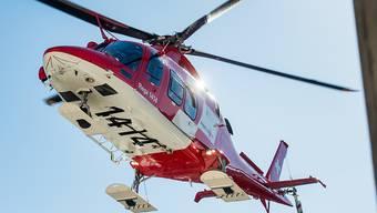 Die Schweizerische Rettungsflugwacht holte die Frau aus dem Fels. (Archivbild)
