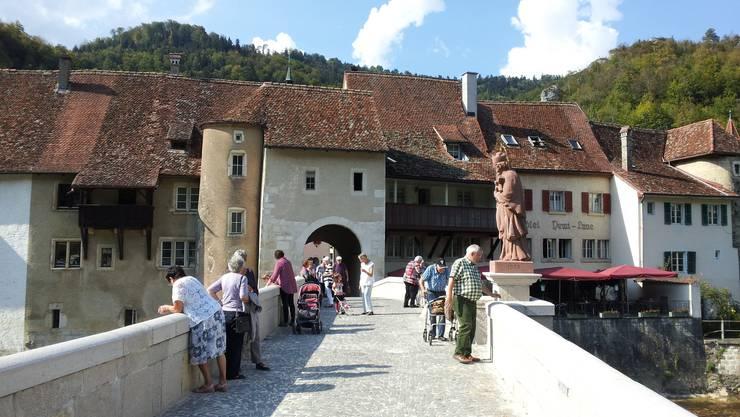 Doubs-Brücke mit der Statue des Johannes von Nepomuk