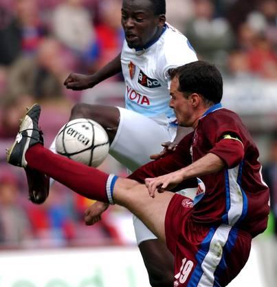 Das letzte Spiel im FCB-Trikot machte Atouba gegen Servette Genf. Dannach stieg er mit Gigi Oeri in den Privatjet nach London.