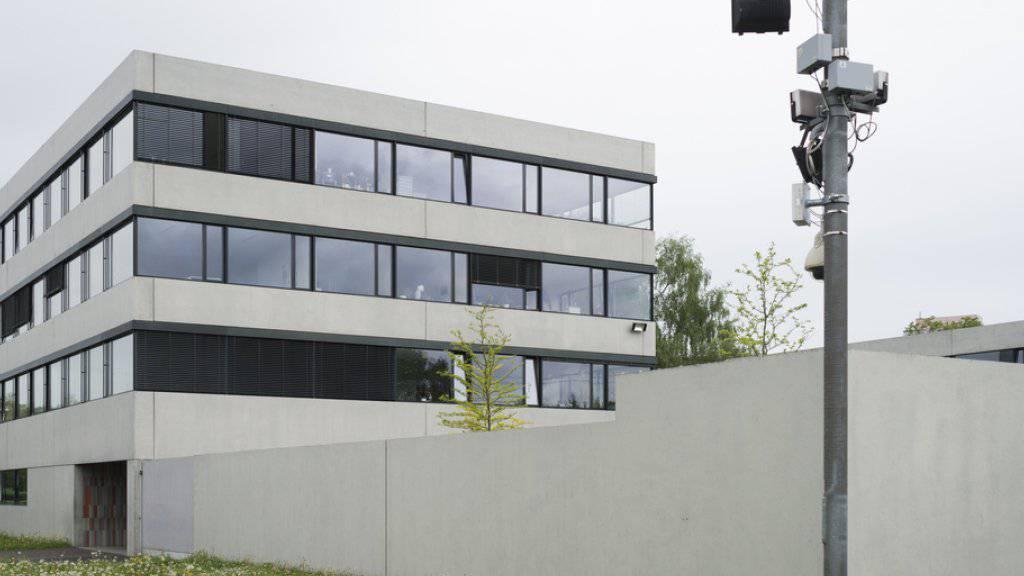 Der Bund lässt Vorwürfe gegen das Asyl-Empfangszentrum Kreuzlingen und die dort tätige Sicherheitsfirma untersuchen, die ein Undercover-Journalist in der «SonntagsZeitung» publik gemacht hat. (Archivbild)