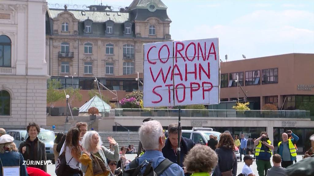 Corona-Proteste ziehen Kritiker, Leugner und Verschwörungstheoretiker an