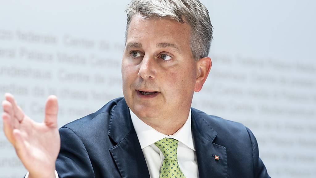 SVP wählt mit Maske Präsidenten – FDP fasst digital Parolen